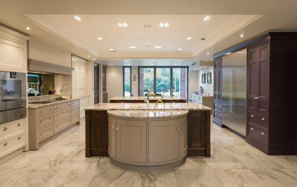 Acanthus English Classic Inframe Kitchen